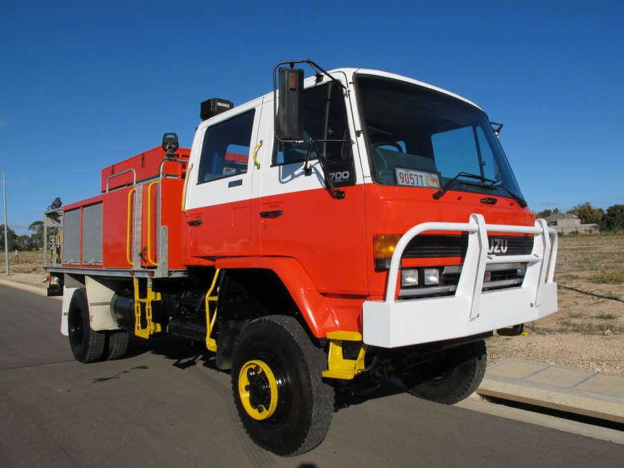 ISUZU-700-1